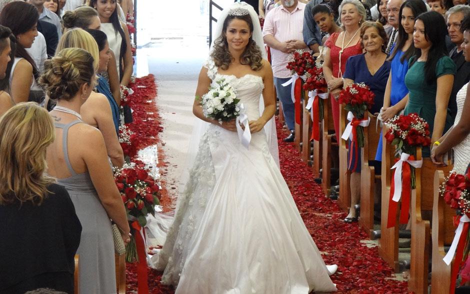 Vestido usado por Morena é romântico, como de princesa