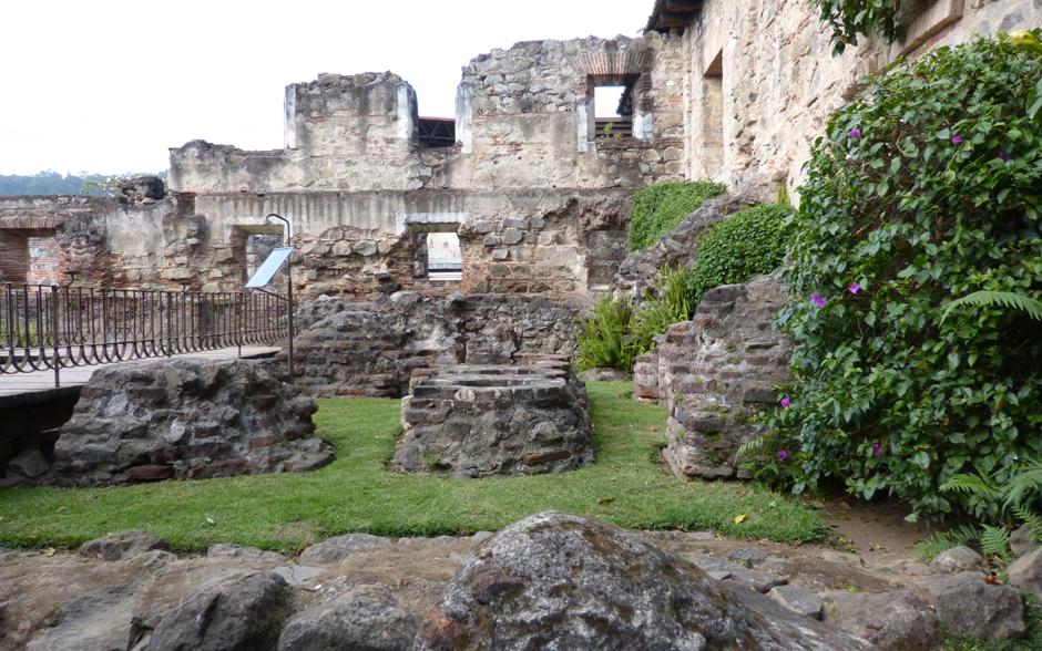 Ruínas do hotel Santo Domingo, em Antigua, serviu de cenário para a novela