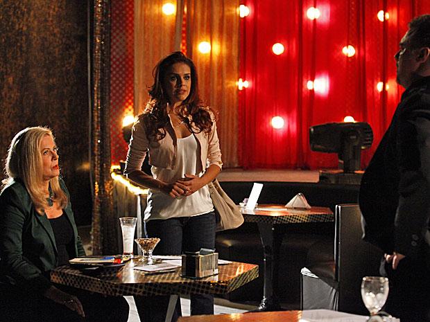 Rosângela protege Morena e engana Russo e Irina