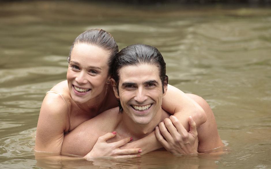 Os personagens de Mariana Ximenes e Reynaldo Gianecchini, Juliana e Nando, estão perdidos em uma ilha deserta. Os atores se divertiram durante as gravações em Angra