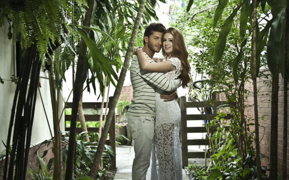 Marina Ruy Barbosa e Klebber Toledo aproveitam o intervalo nas gravações da atriz e no ensaio de Klebber na Dança dos Famosos para namorar