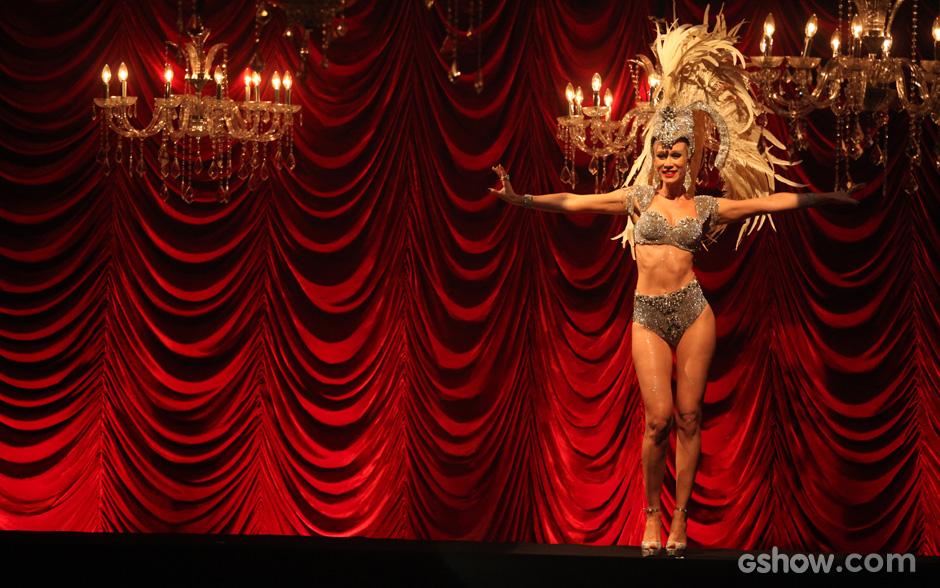 Aurora foi a primeira a entrar no palco e deixou o público animado