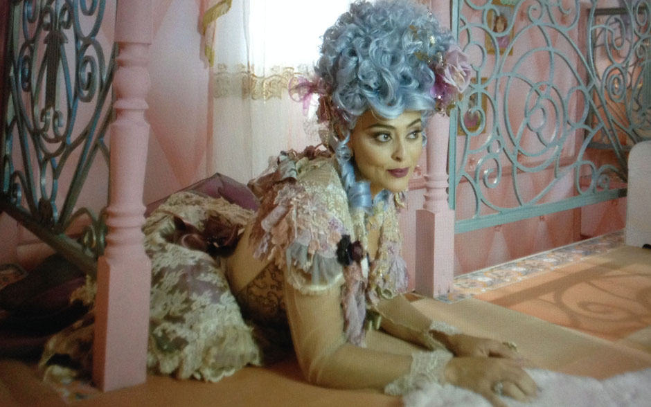 Deslumbrante! Catarina, personagem de Juliana Paes em 'Meu Pedacinho de Chão', é a personagem que menos tem plástico ou borracha no figurino. As rendas são usadas de várias maneiras!