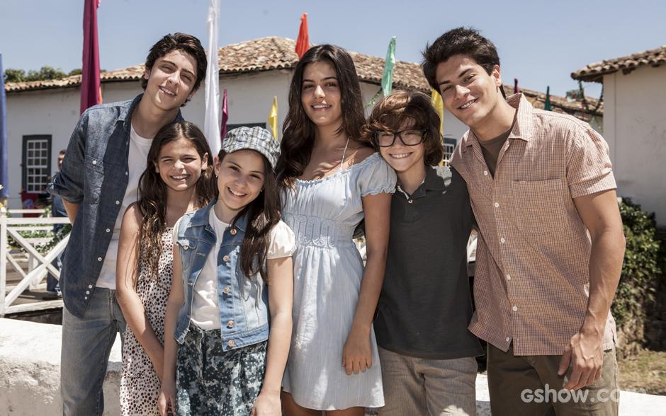 Eike Duarte, Luana Marquezine, Giovanna Rispoli, Julia Dalavia, Vinícius Mazzola e Arthur Aguiar se divertiram e protagonizaram a primeira fase da novela