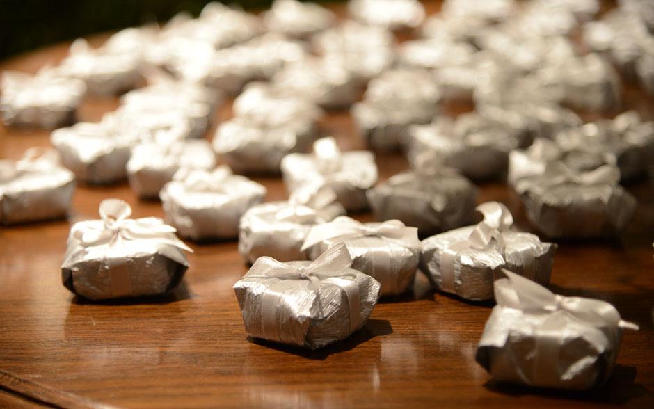 brancoprata decoracao:Branco, prata e espelhos: confira decoração do casamento de Maria