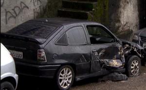 Kadett 1995 parcialmente destruído pelo blindado da Marinha (Foto: Caldeirão do Huck / TV Globo divulgação)