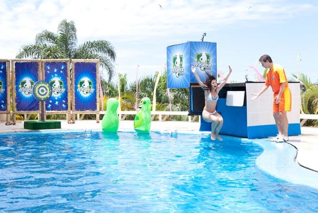 tulio com musa na piscina (Foto: divulgação/tv globo)