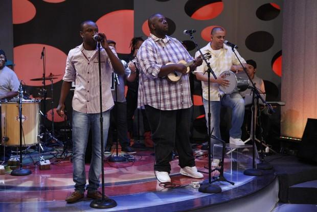 exaltasamba no palco  (Foto: divulgação/tv globo)