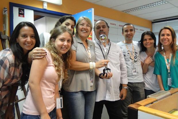 Produção do Caldeirão comemora prêmio (Foto: Caldeirão do Huck / TV Globo)
