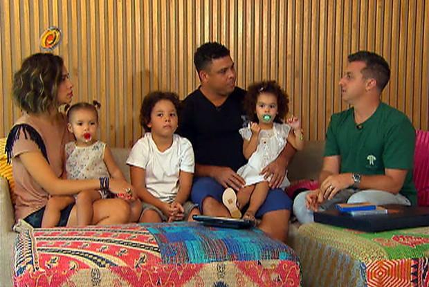 Racionais fazem homenagem a Ronaldo Fenômeno (Foto: Caldeirão do Huck / TV Globo)