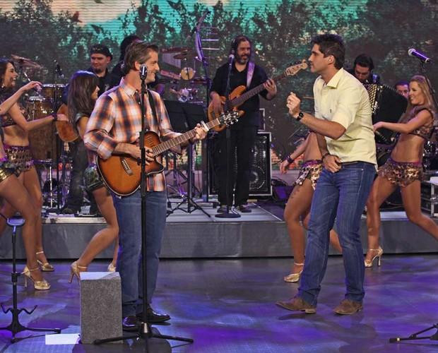 Victor e Leo cantam no Domingão (Foto: Domingão do Faustão / TV Globo)