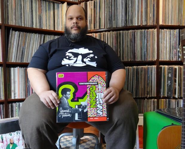 Ed Motta abre sua casa e mostra coleção de mais de 30 mil discos (Foto: Domingão do Faustão / TV Globo)