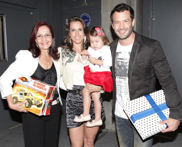 Malvino Salvador brinca com as filhas, Sofia, Ayra e. - Purepeople 96