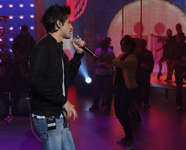 Gusttavo Lima ensaia no palco do Faustão (Foto: Domingão do Faustão / TV Globo)