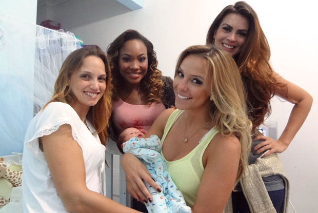 Fernanda Goeth e Zion recebem visita das amigas coleguinhas (Foto: Caldeirão do Huck / TV Globo)