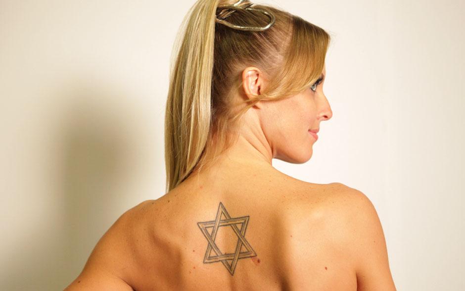 Juliana Valcézia adora símbolos! A estrela de Davi, por exemplo, representa proteção divina
