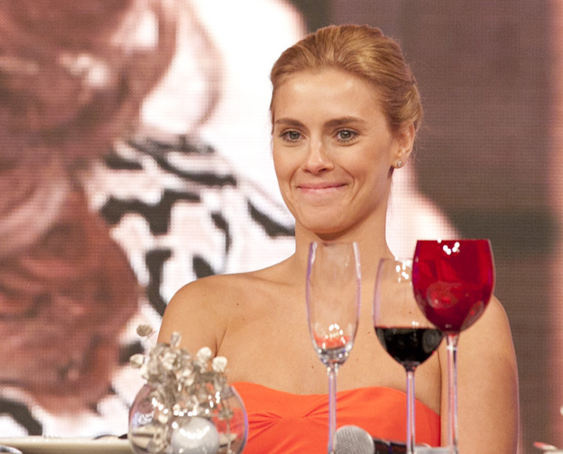 Carolina Dieckmann se emociona com depoimento de Suzana Pires (Foto: Domingão do Faustão/ TV Globo)