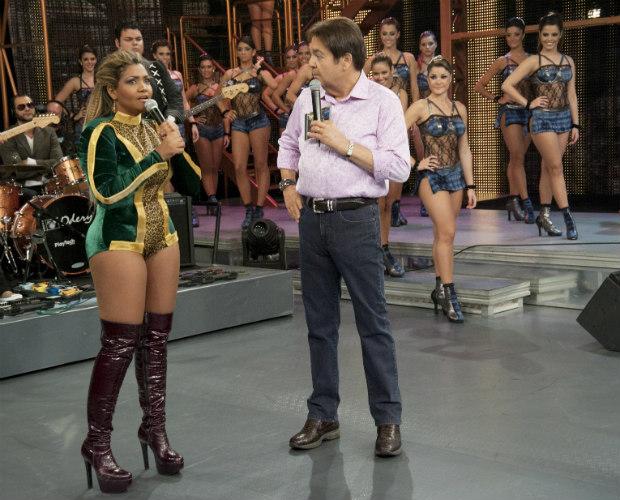 Gaby Amarantos mostra o que é tecnobrega no palco do Domingão (Foto: Domingão do Faustão / TV Globo)