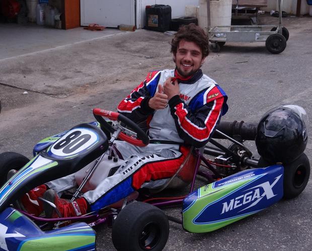 O modelo do kart de Rafael Cardoso pode chegar a 189km/h (Foto: Domingão do Faustão/ TV Globo)