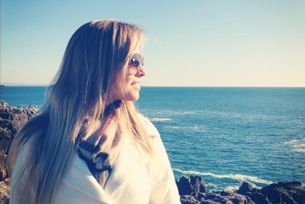 Karen em Cascais, Portugal (Foto: Reprodução de Internet)