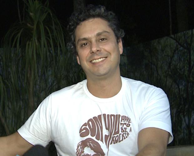 Alexandre Nero conta o que toca em seu MP3 (Foto: Domingão do Faustão/ TV Globo)