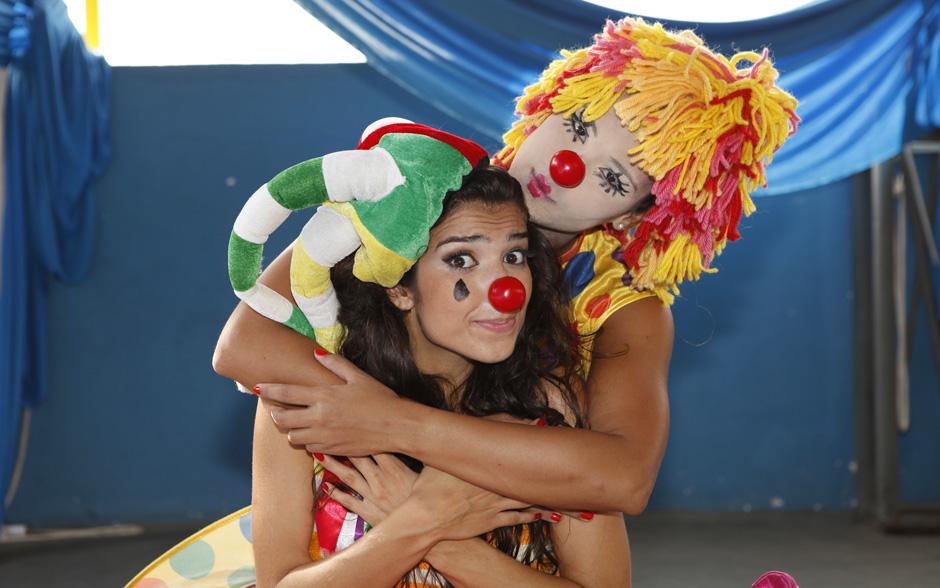 Daniele De Lova e Patrícia Gonçalves capricharam no figurino de palhaço