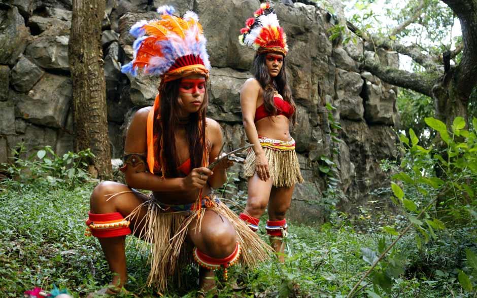Patricia Gonçalves e Carol Oliveira são um encanto de índias