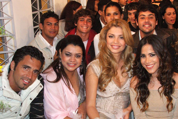 Latino, Pop&#243;, Felipe Dylon, Preta Gil, Grazi e Wanessa no casamento que organizaram no 'Subindo a Serra' (Foto: Caldeir&#227;o/TV Globo)