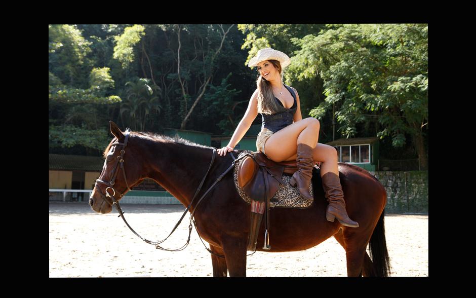 A bailarina Carol Vieira tem 29 anos de pura formosura