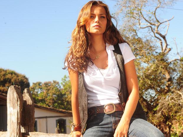 Manuela (Milena Toscano) era filha do fazendeiro Max (Lima Duarte) e trabalhava no frigorífico do seu noivo, Vitor (Thiago Fragoso), em 'Araguaia' (2010)