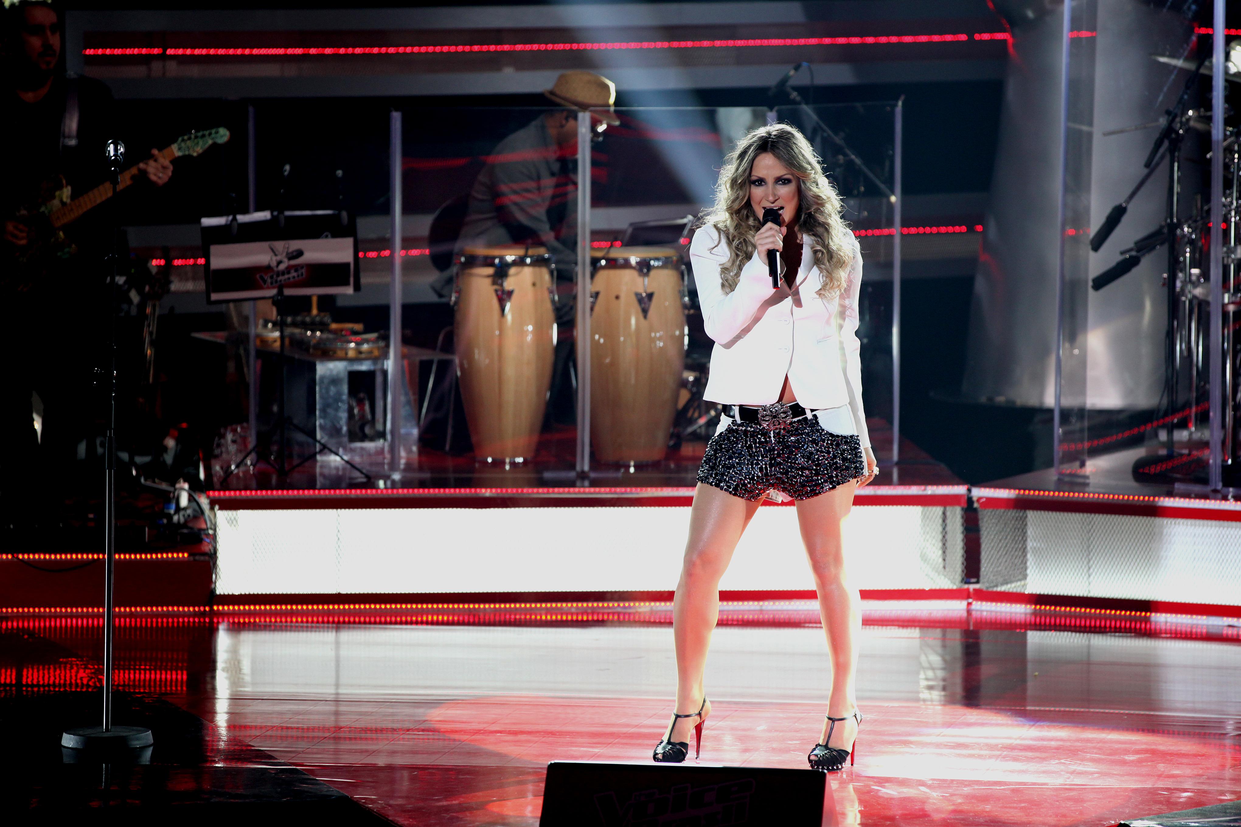 Claudia Leitte começa o segundo dia de Audições, cantando uma de suas canções de maior sucesso: 'Exttravasa'