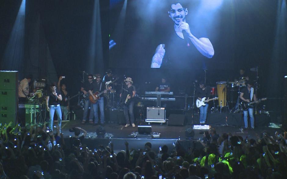 Gusttavo Lima no palco do show em Amsterdã
