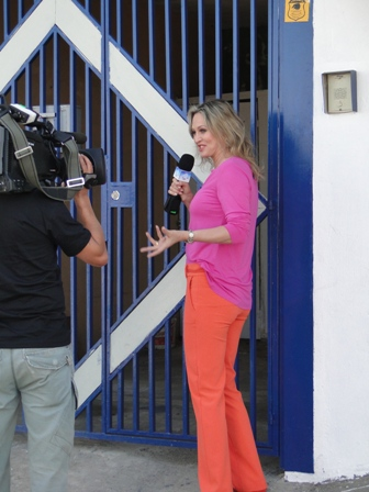 Adriana Colin chega à casa de Vera