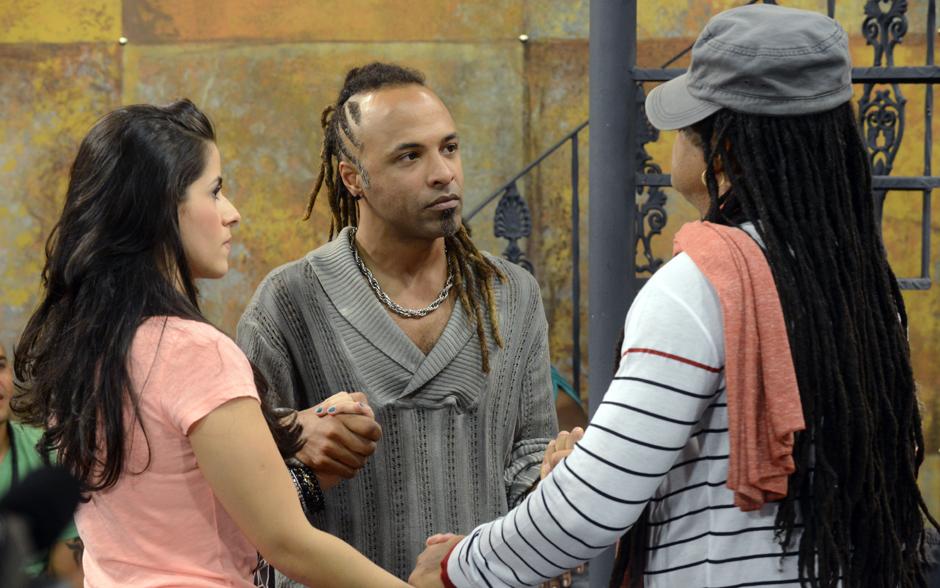 No encontro com o time para dividir as duplas, o técnico Brown apresenta Mira Callado e Júnior Meirelles