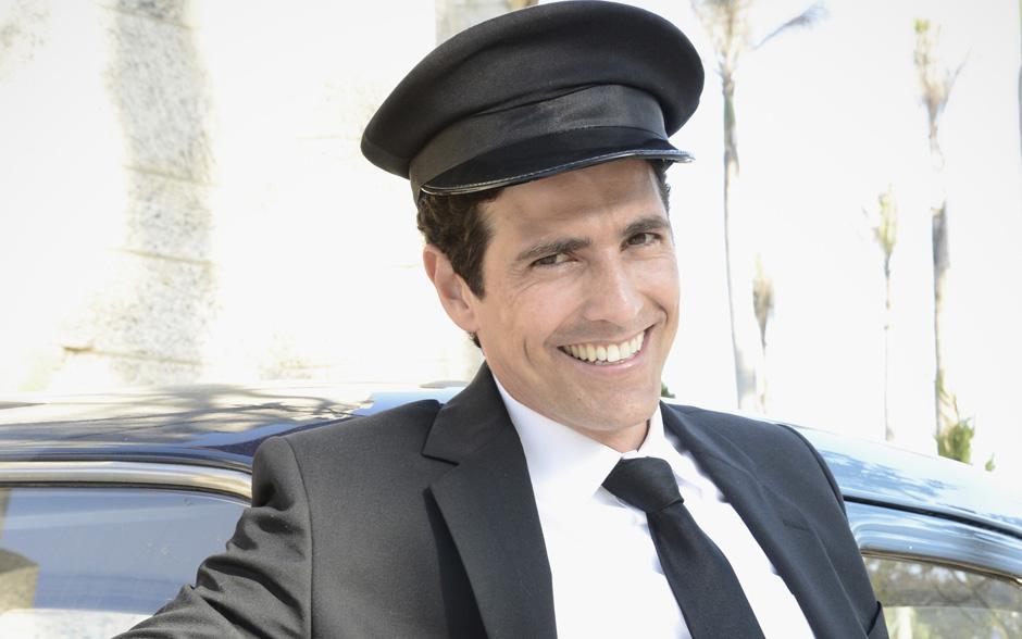 Na segunda versão de 'Guerra dos Sexos', Reynaldo Gianecchini interpreta o motorista Nando. Grosseiro e boa pinta, Nando faz sucesso com as mulheres da trama