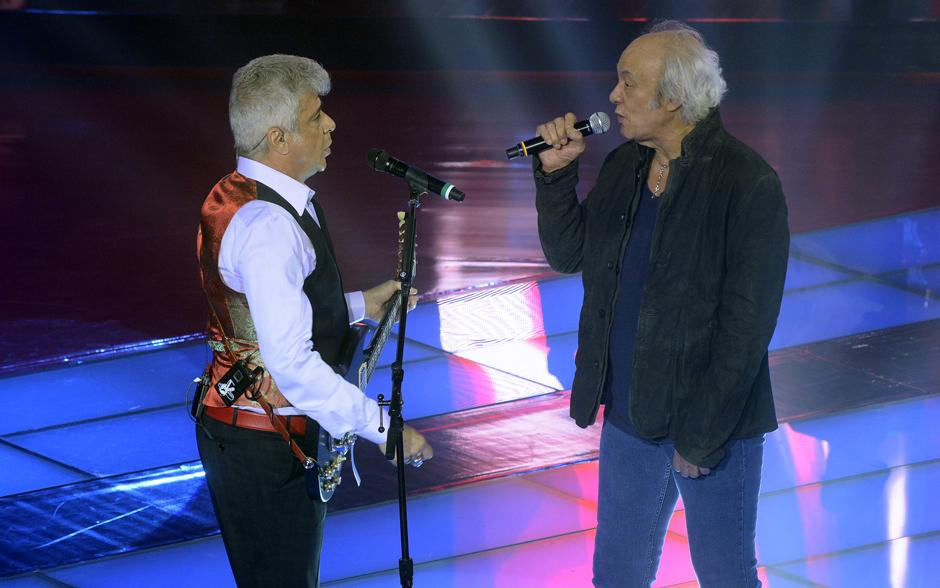 Na abertura das semifinais, Lulu Santos canta ao lado de Erasmo Carlos