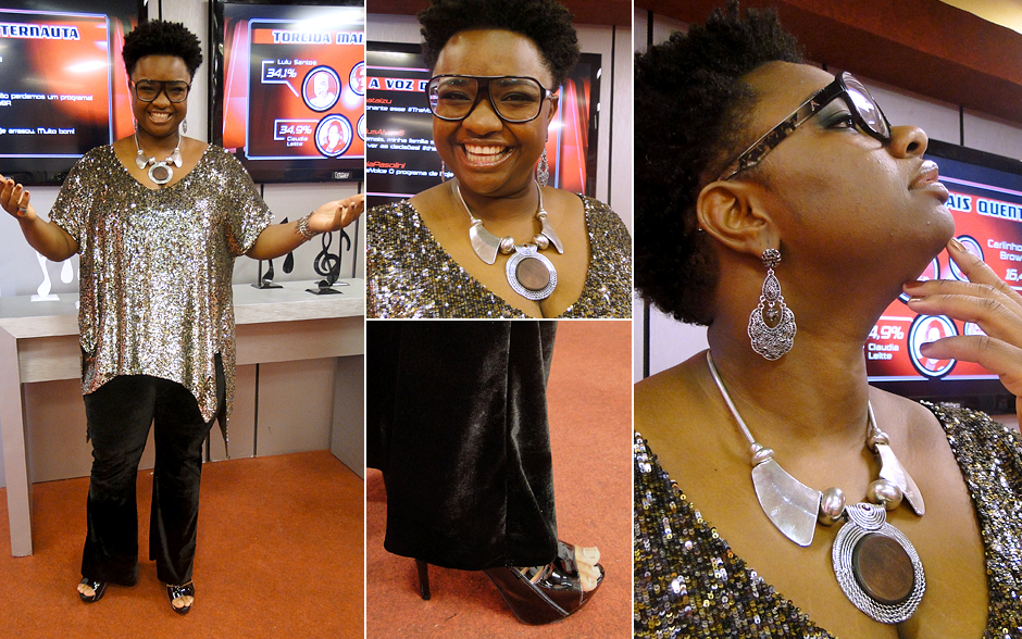 Ellen Oléria investe nas maxi bjus e no brilho: brinco e colar grandes; blusa de lantejoulas