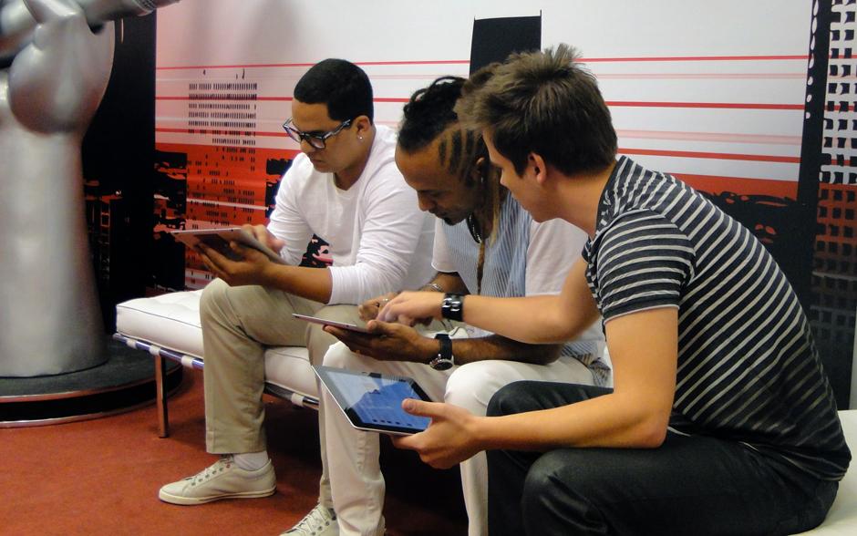 O trio do time de Daniel foi o primeiro a entrar na Sala de Bate Papo. Enquanto não conversavam com Dani Suzuki, eles contribuíam para aumentar os dados de interação dos paineis da sala
