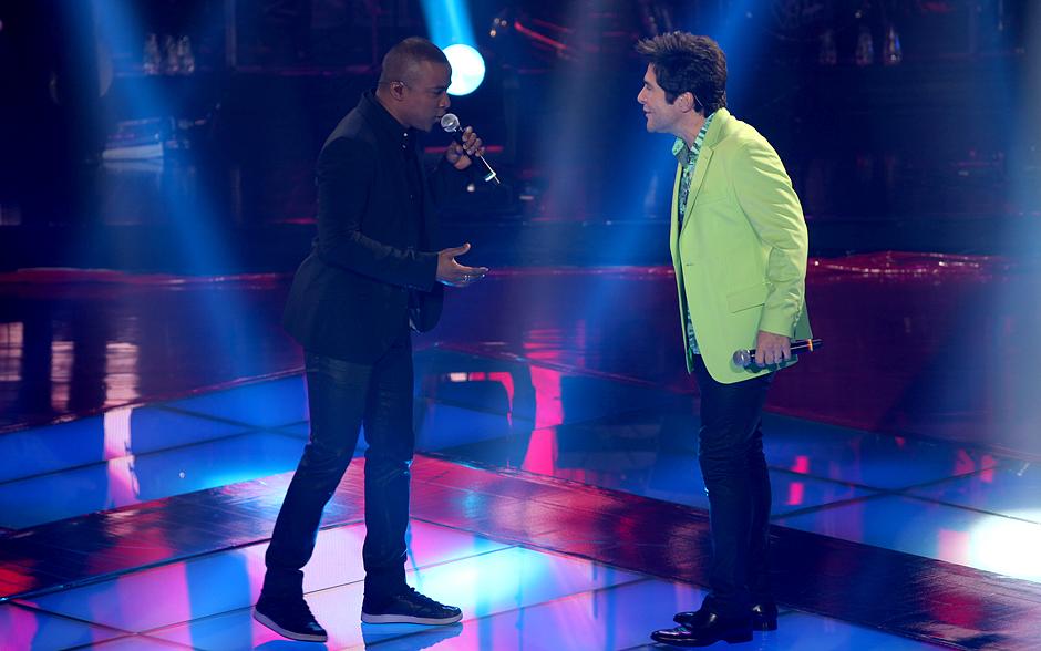 Alexandre Pires e Daniel fazem dueto na abertura do segundo dia da etapa ao vivo do The Voice Brasil