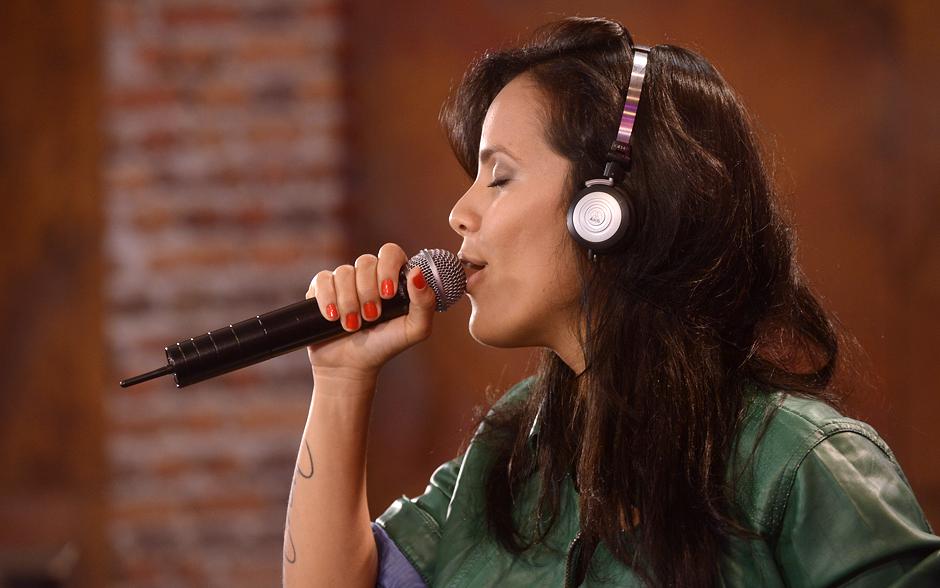 Ju Moraes solta a voz no primeiro ensaio e interpreta a música 'Se', sucesso de Djavan