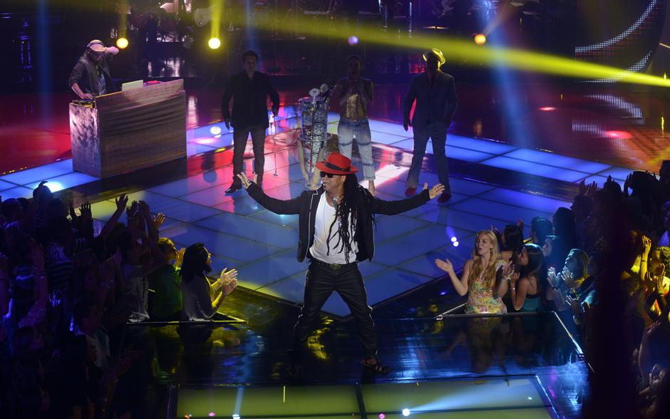"""Carlinhos Brown abre o The Voice cantando sua música """"Mixturação""""..."""