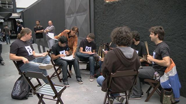 Candidatos antes das audições para escolha dos finalista do concurso para  primeiro Blue Man brasileiro