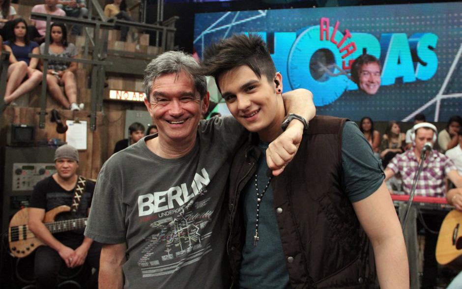 Serginho Groisman recebe o cantor Luan Santana no Altas Horas deste sábado
