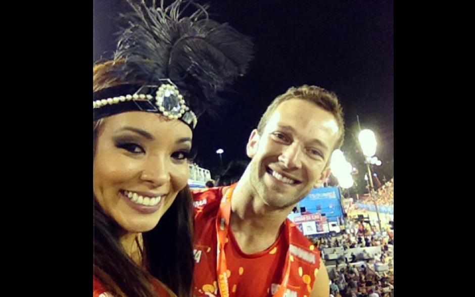 Na véspera do seu desfile pela Grande Rio, Carol Nakamura curte o clima da Sapucaí com o namorado Rafael