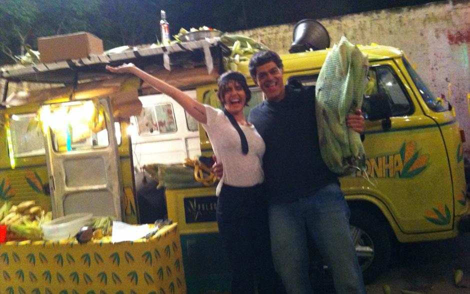 Giovana e Léo ficaram animadinhos no meio das pamonhas