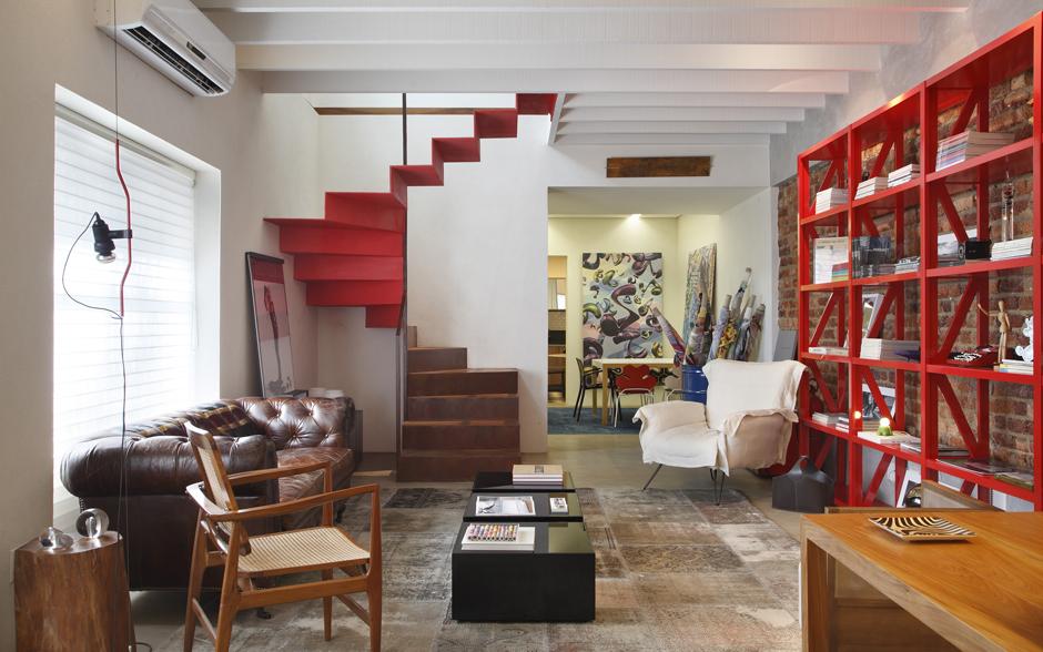 André Piva contrasta as cores branca e vermelha no ambiente (Foto: Divulgação)