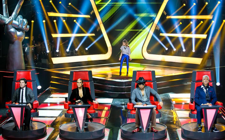 Jullie sobe ao palco do The Voice Brasil e canta 'Gasolina', música de sua autoria