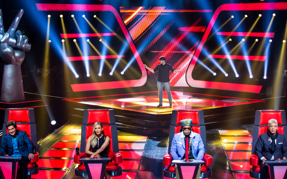 Rodrigo Castellani sobe ao palco do The Voice Brasil