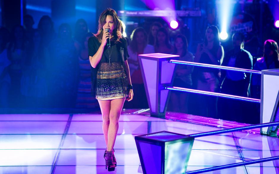 Bruna Boges sobe ao palco do The Voice Brasil...