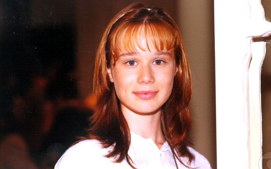 Com rostinho de menina, Mariana Ximenes estreou nas novelas da Globo em 1999, no sucesso Andando nas Nuvens
